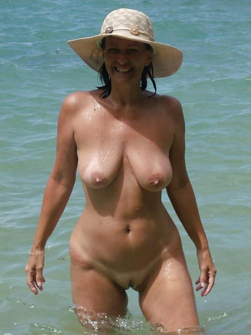 Natural tits on the beach-7011