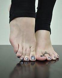 Nylon feet arab-1647