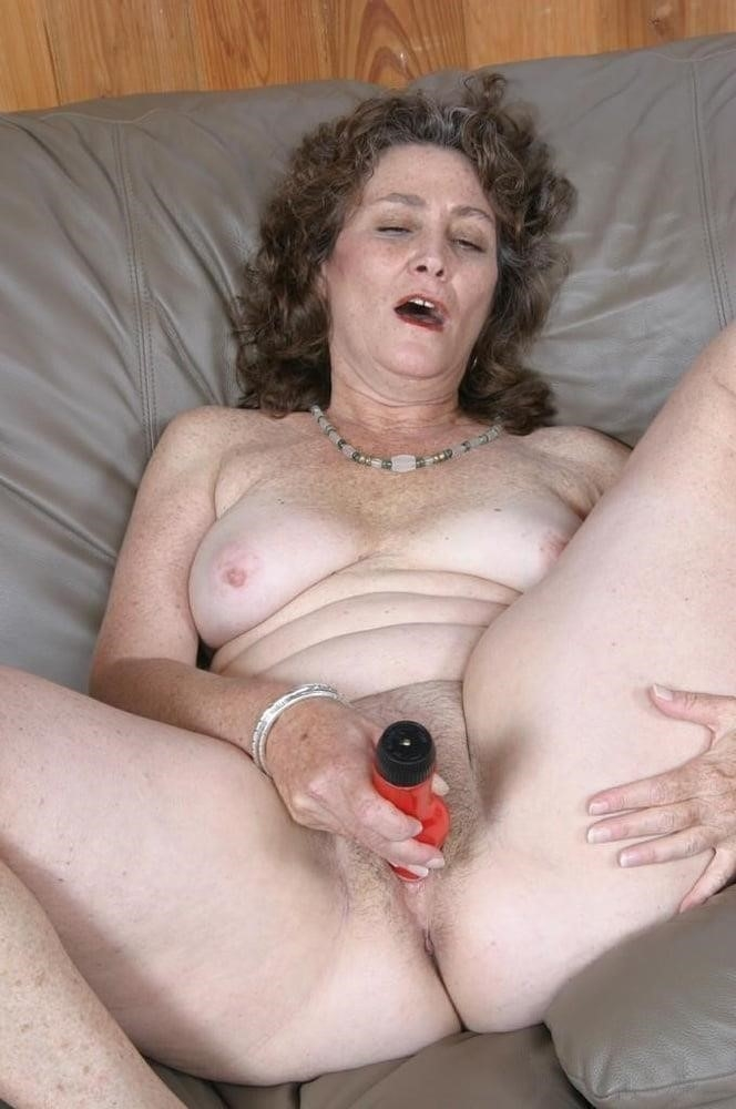 Licking her clit-1004