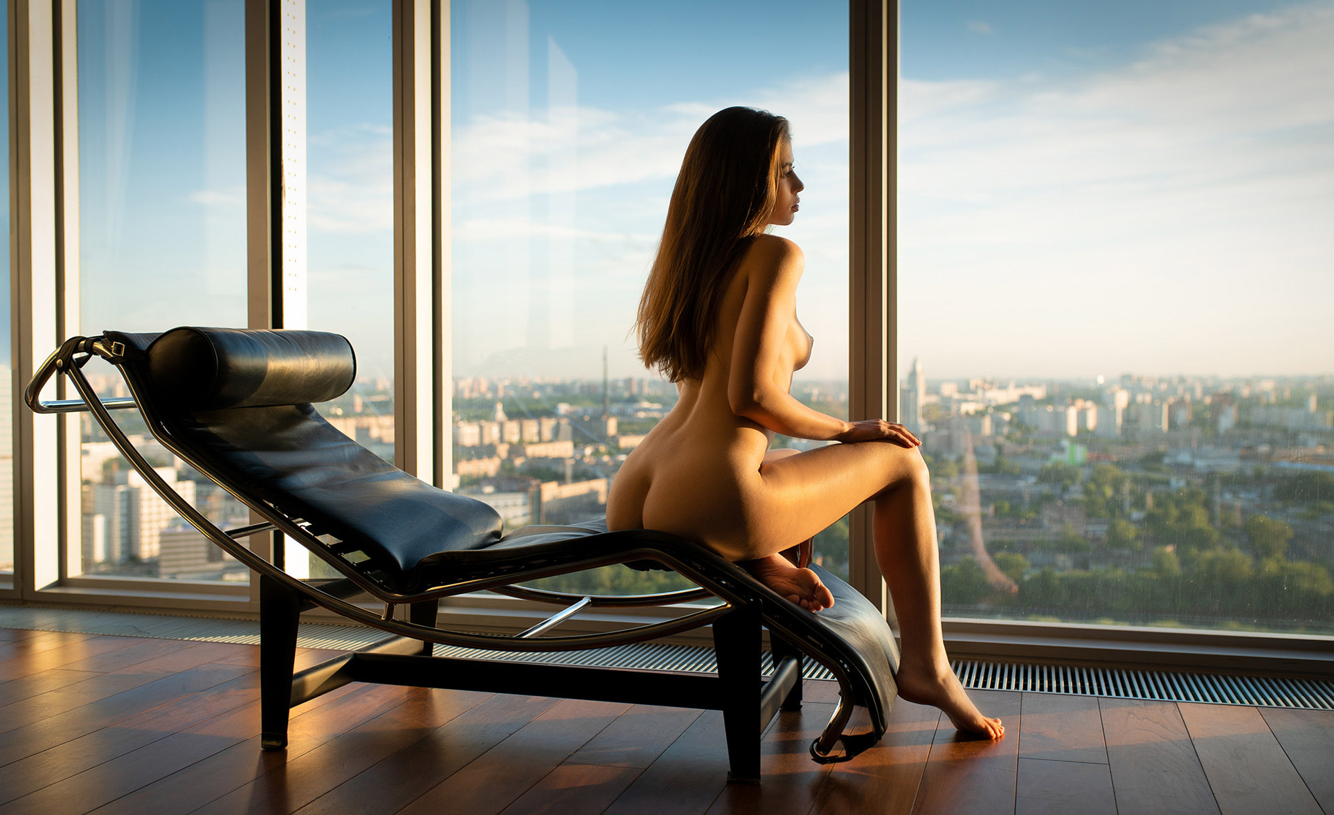 Виктория Алико наблюдает за закатом в городе из окна небоскреба / Sunset in the City - Viktoriia Aliko by Vladimir Nikolaev
