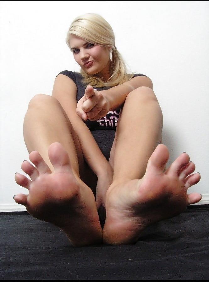 Worship my sweaty feet-6340