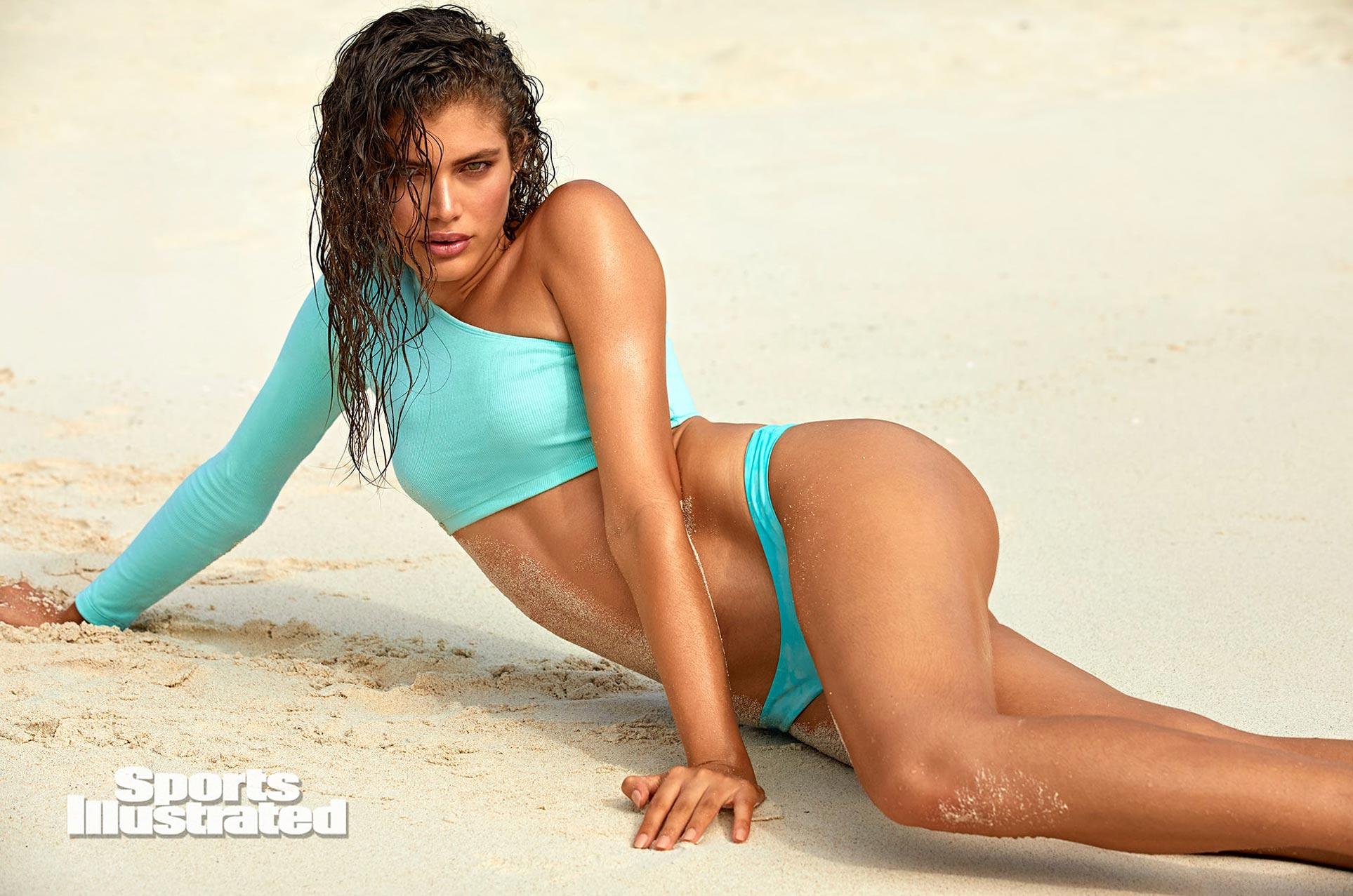 Валентина Сампайо в каталоге купальников Sports Illustrated Swimsuit 2020 / фото 07