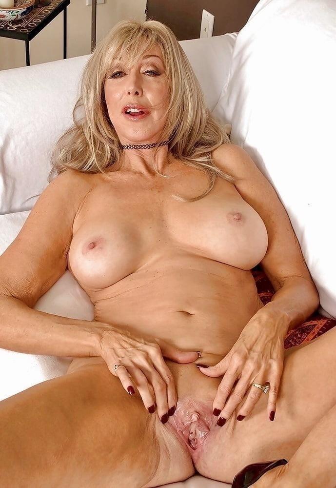 Naked mature thai women-5618