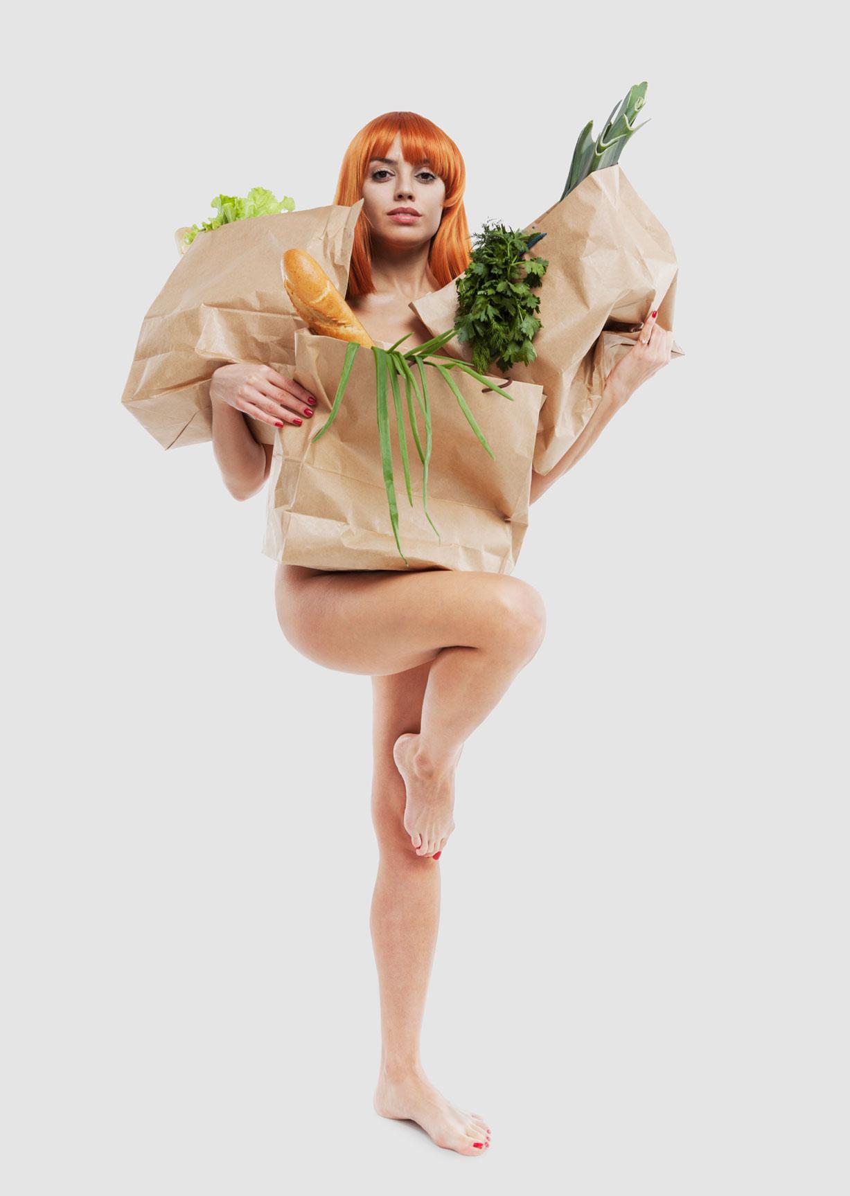 Отказ от пластиковых пакетов / социальная реклама с голыми девушками / Bird in Flight