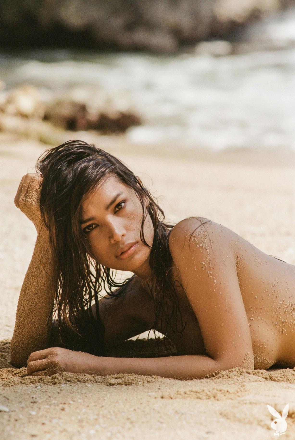 Девушка месяца Playboy США в августе 2019 - трансгендерная модель Джина Росеро / фото 08