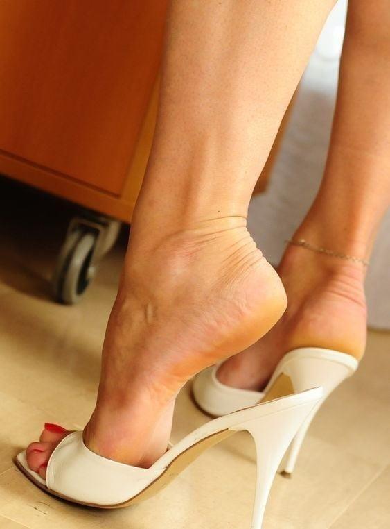 Sexy women feet porn-4915