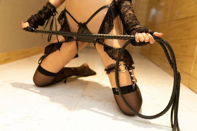 周于希-有个比较强势的闺蜜总爱弄个鞭子