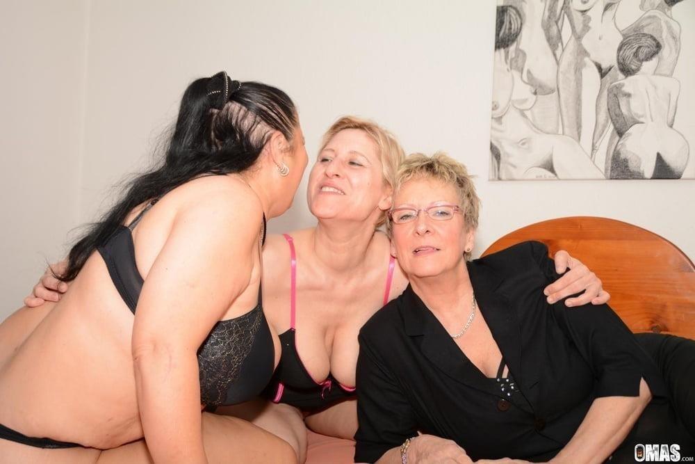Photoshoot turns lesbian-7592