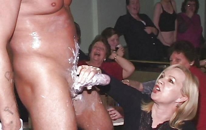 Male stripper gets naked-5023