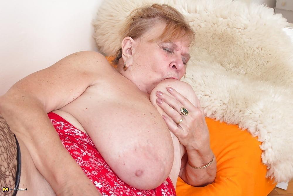 Huge big tits pic-5013