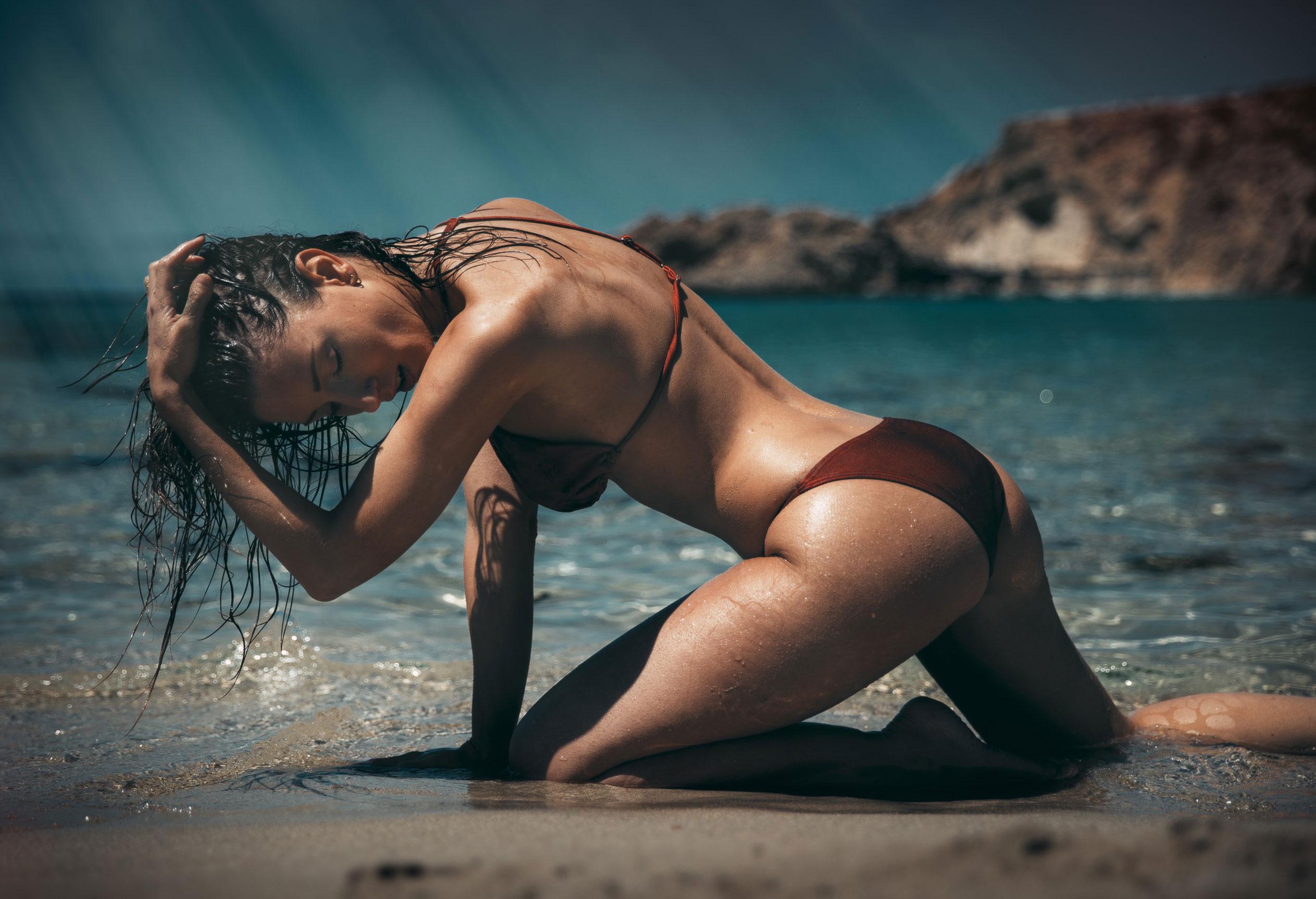голая девушка на диком пляже на Ибице / фото 07