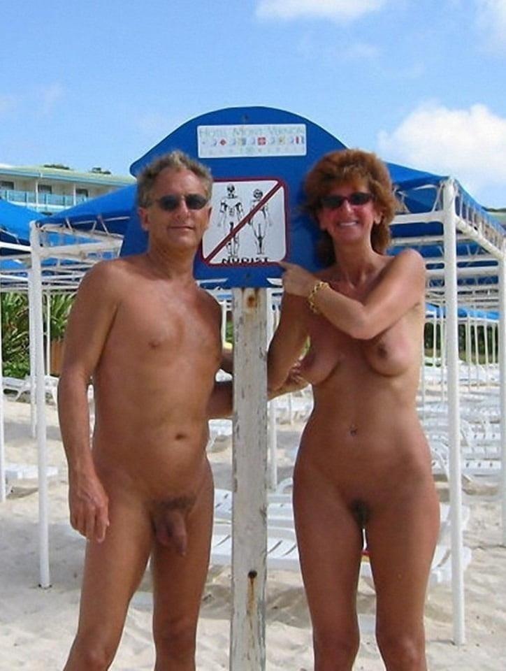 Mature couples copulating-7867