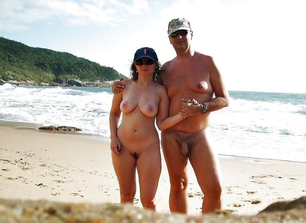 Mature couples copulating-9970