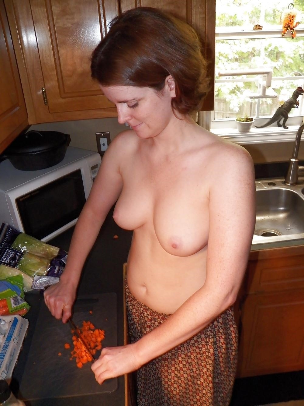 Wife cooking nude-4732