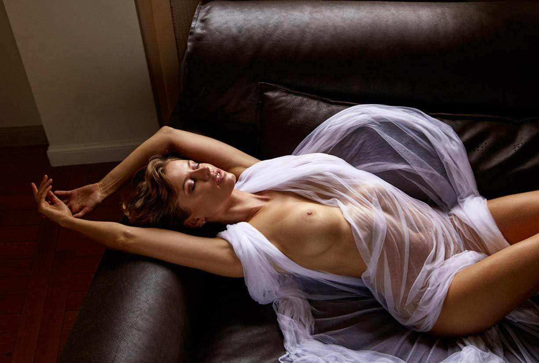 обнаженная Ольга де Мар ждет наступления темноты / фото 08