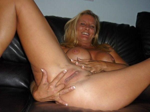 Naked mature tgp-9197