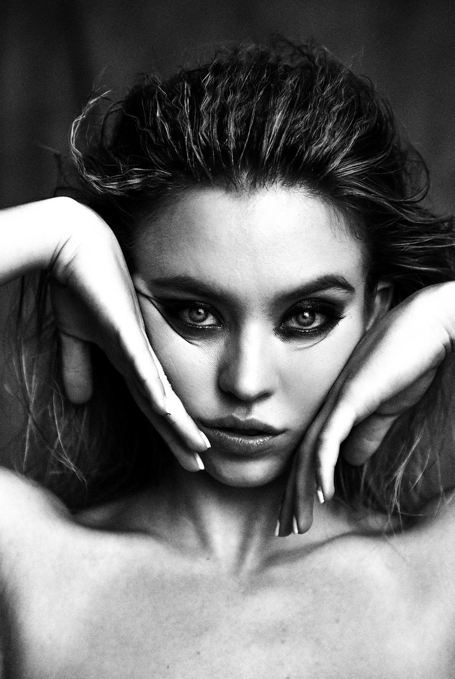 Сидни Свини на черно-белых снимках Дэмона Бейкера / фото 03
