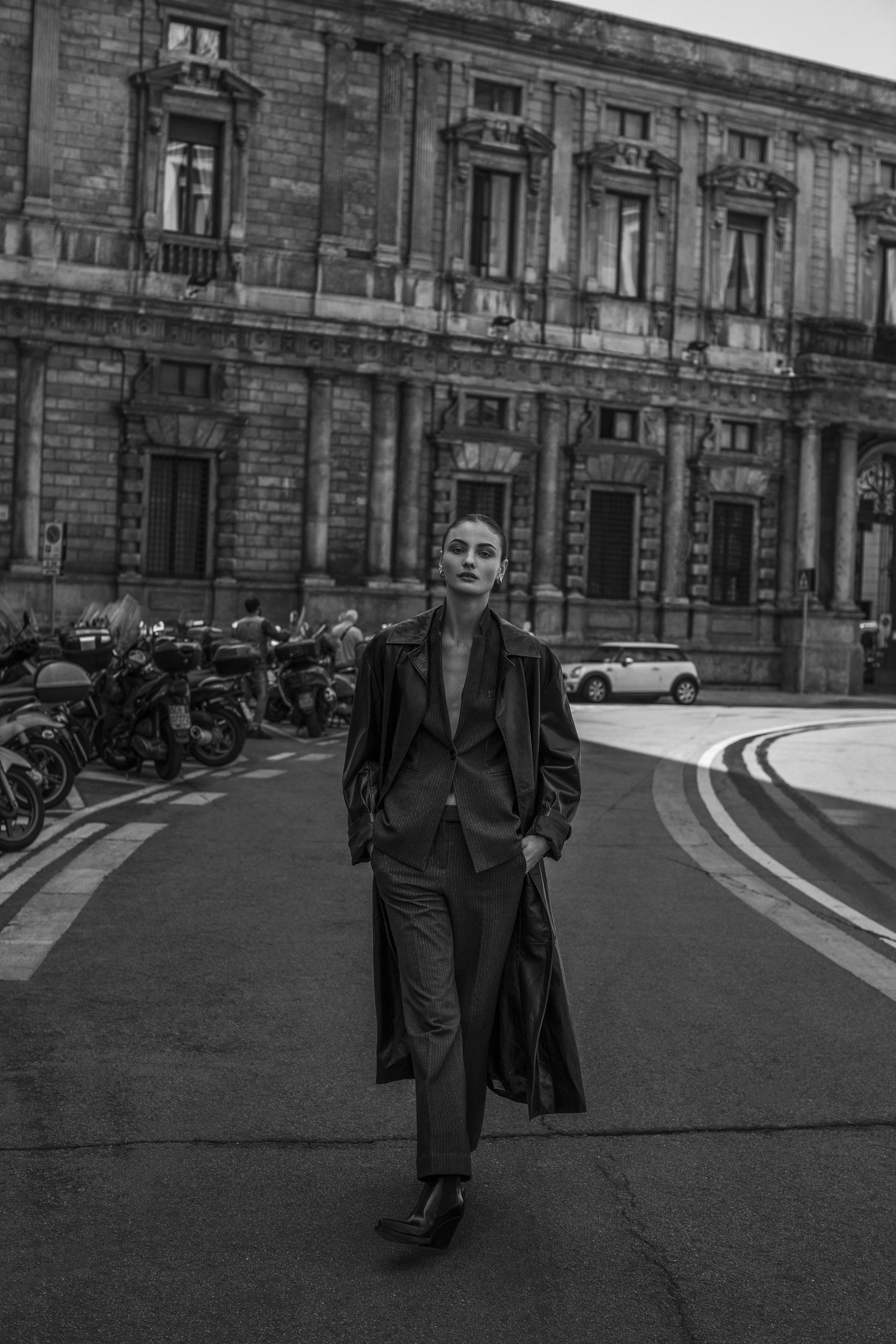 Паула Чиолтян на улицах Милана / фото 09