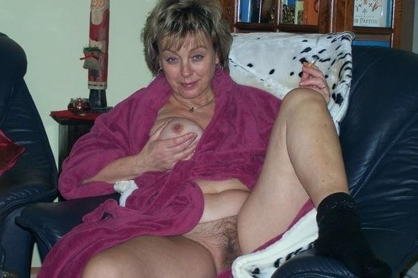 Old woman cunnilingus-5031