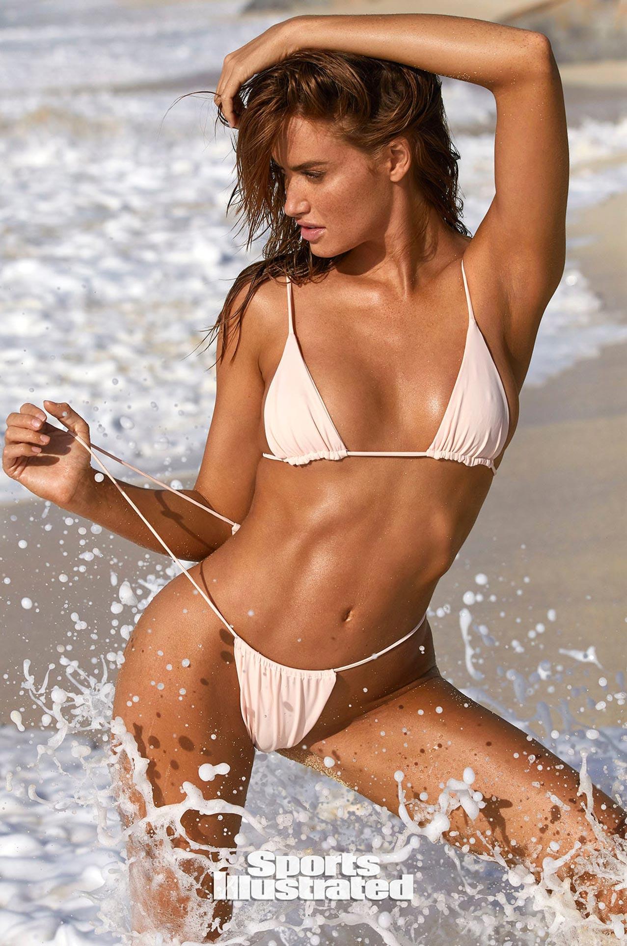 Хейли Калил в каталоге купальников Sports Illustrated Swimsuit 2020 / фото 35