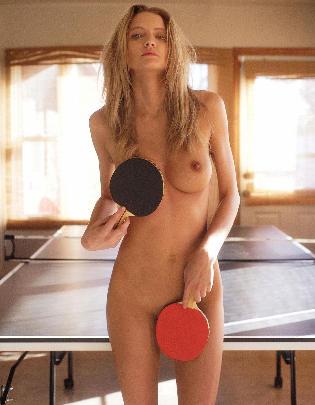 играем в настольный теннис с Кортни и Жозефиной / Courtney Lynn naked by Kenn Perry