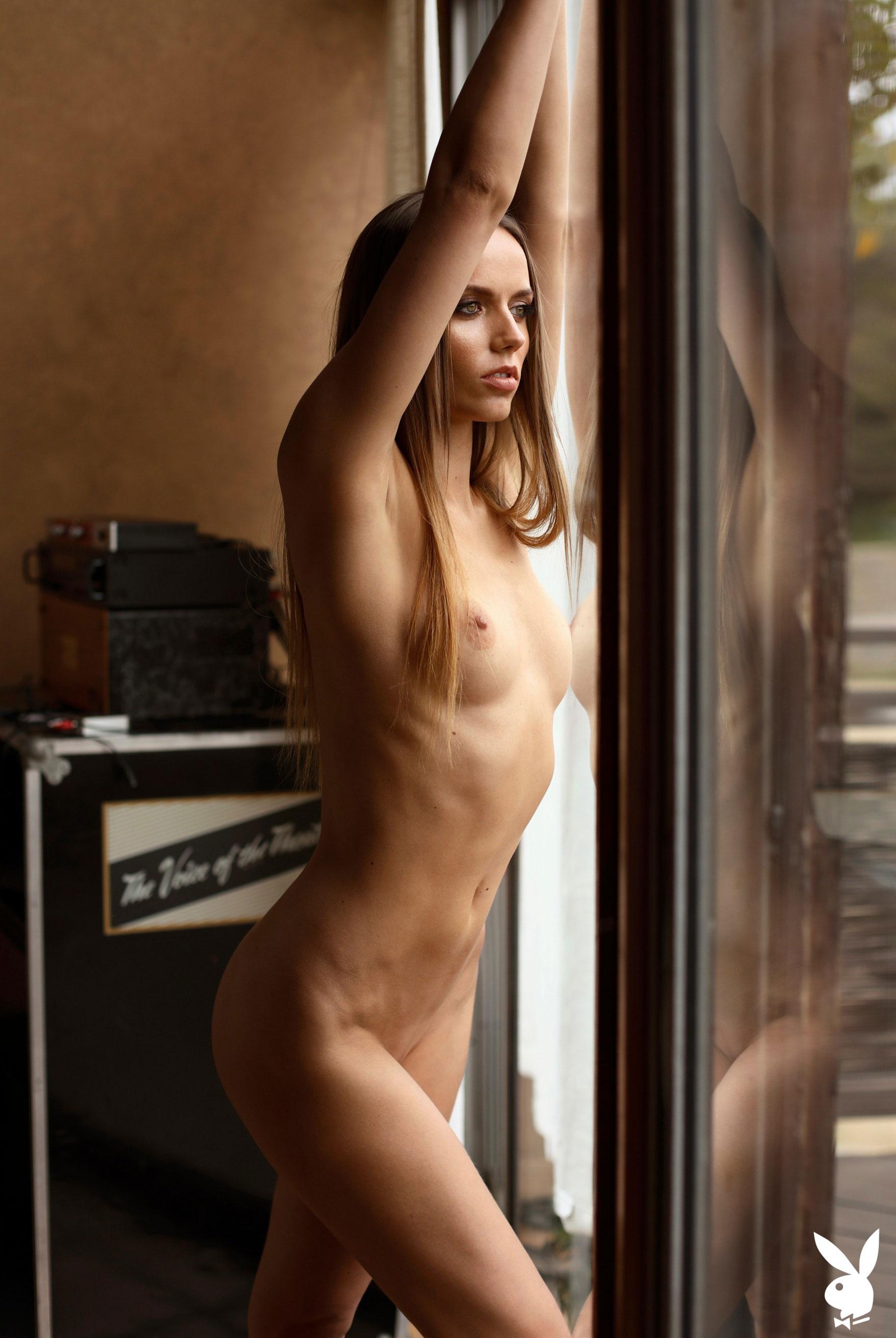 голая Адель Вакула в Голливуде и на страницах журнала Playboy / фото 06