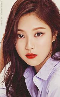 Hyunjin (Loona) XUyY1l6m_o