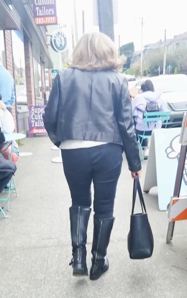 Xhamster in public-2032