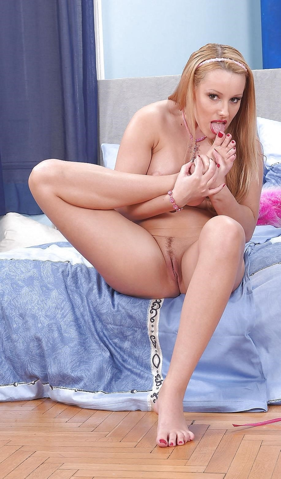 Girl licking own clit-7337