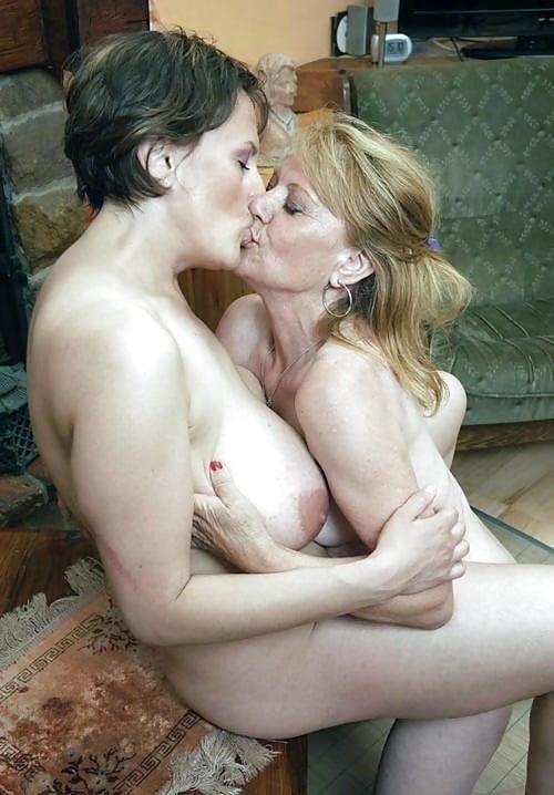 Hot girls smooching-3929