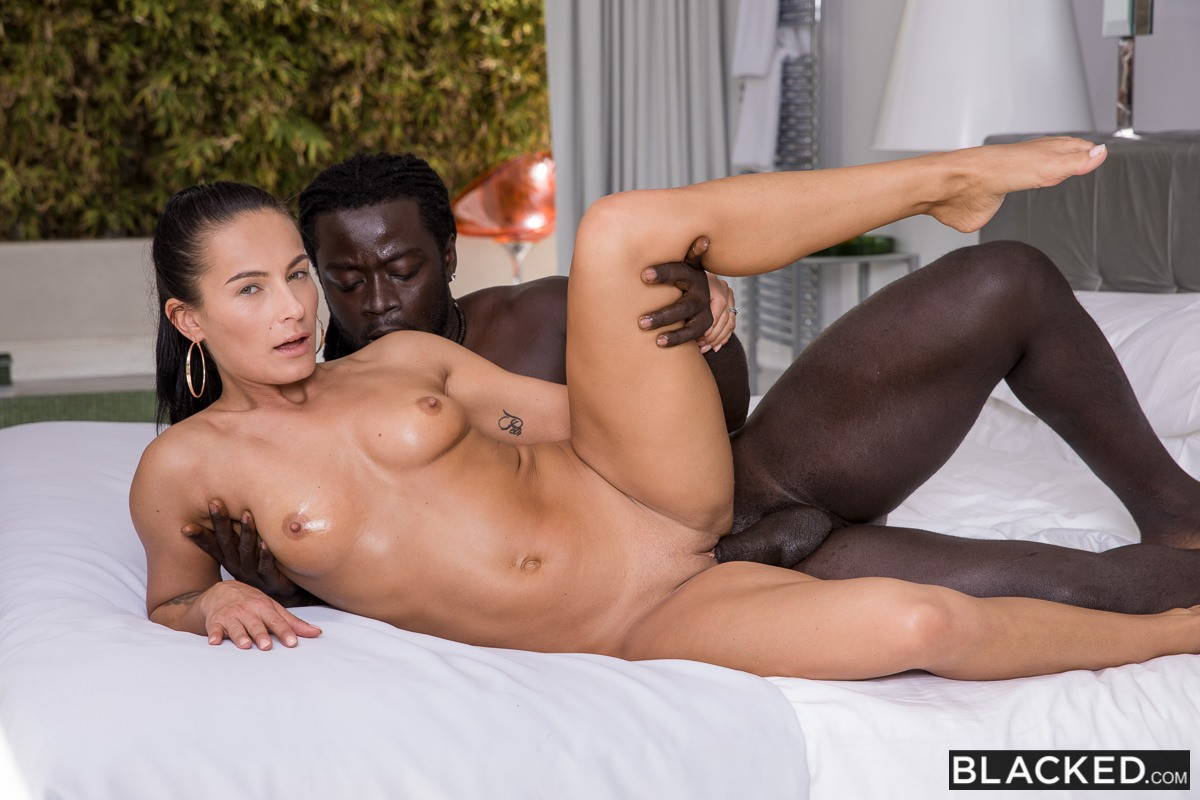 Lexi Dona, Freddy Gong – I Saw You Looking At Him – Blacked