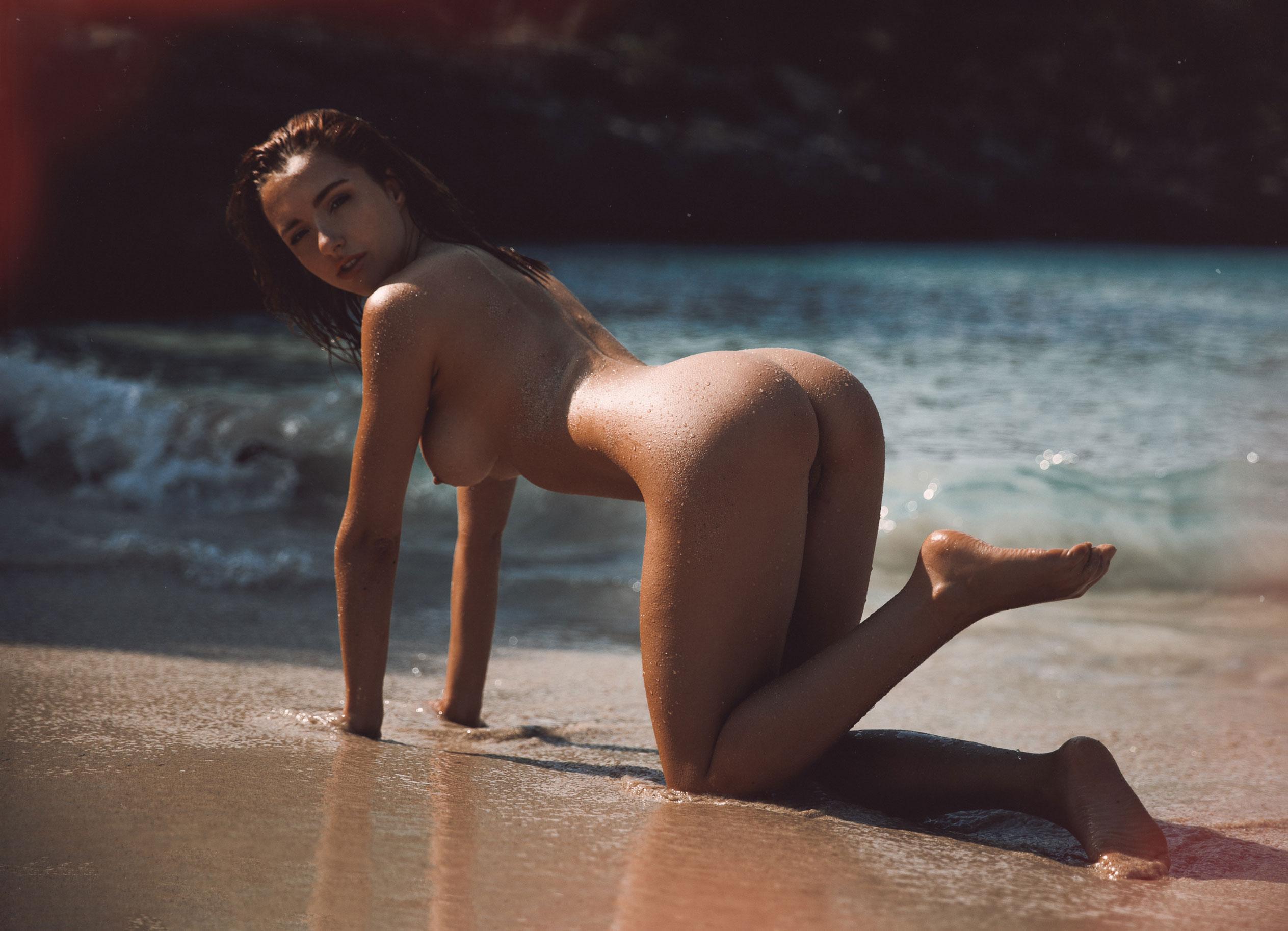 голая София на пляже / фото 04