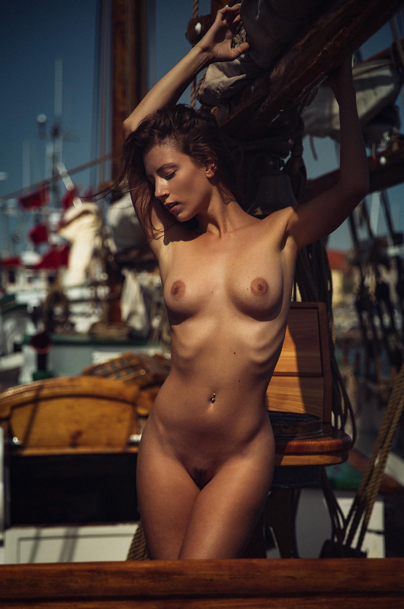 Секс под парусом / Miluniel nude by Thomas Agatz - Wooden boat