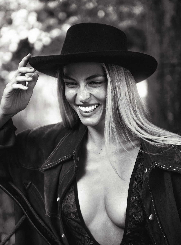 Кэролайн Келли / Caroline Kelley by Rowan Papier - Maxim october 2017