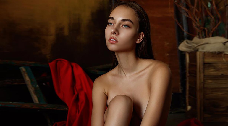 Kateryna Ayvazova nude by Aleksey Trifonov