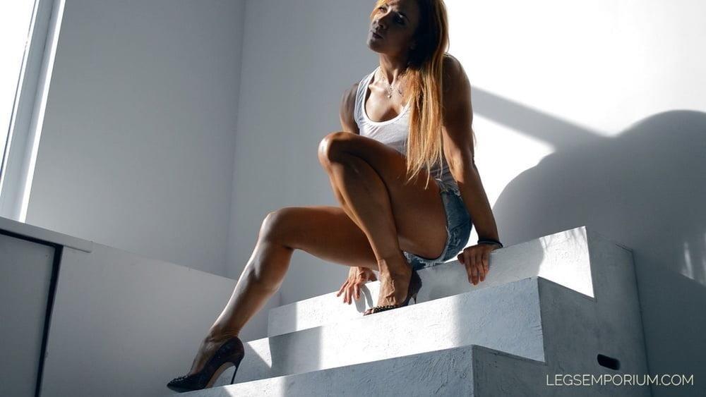 Bodybuilder female clit-4391