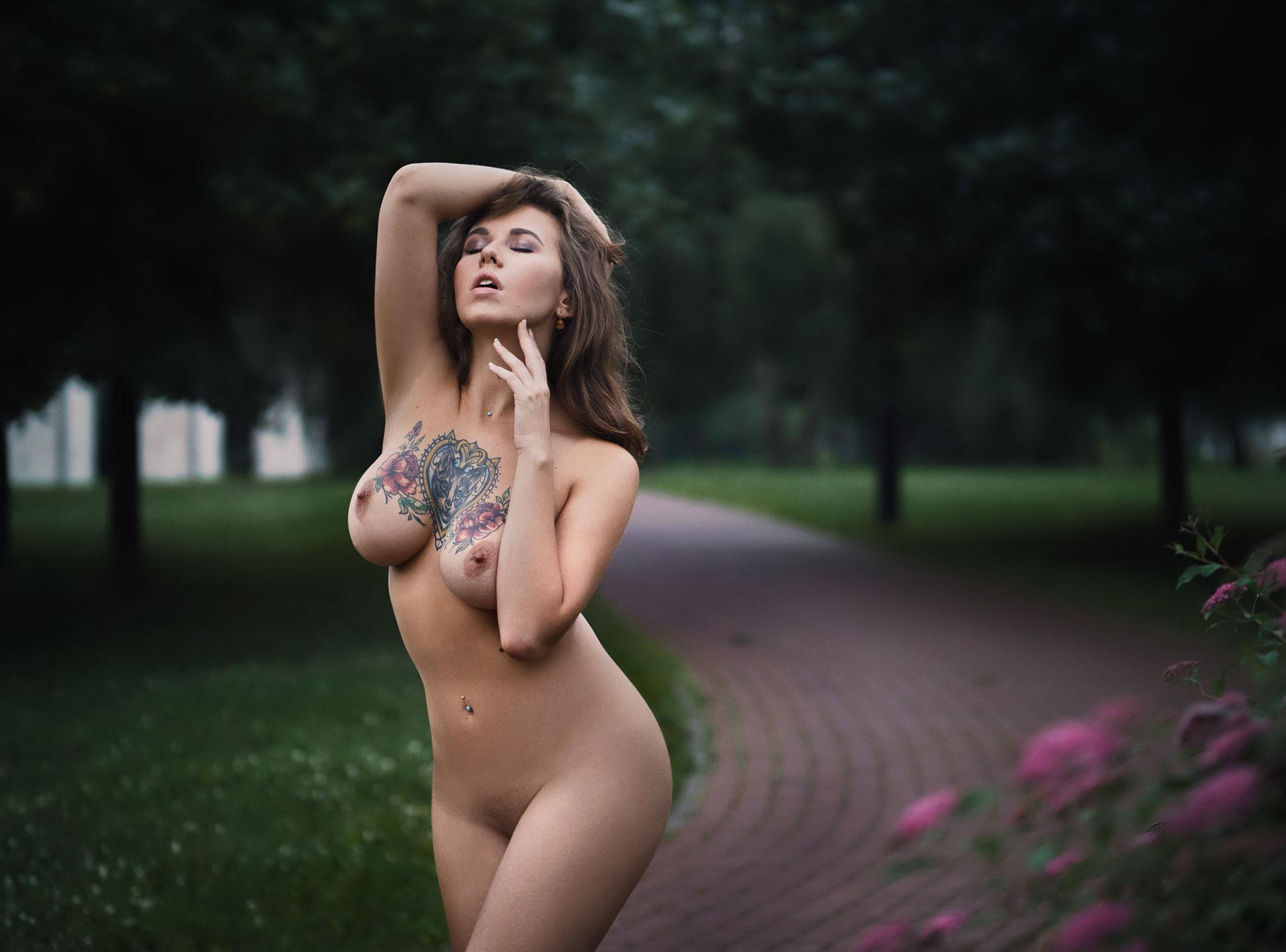 Катерина Прист гуляет голышом по парку / Katerina Prist nude by Victor Vodolazky