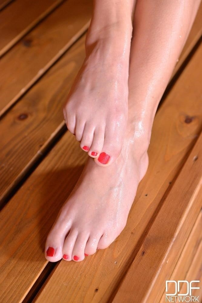 Beautiful feet babes-5395