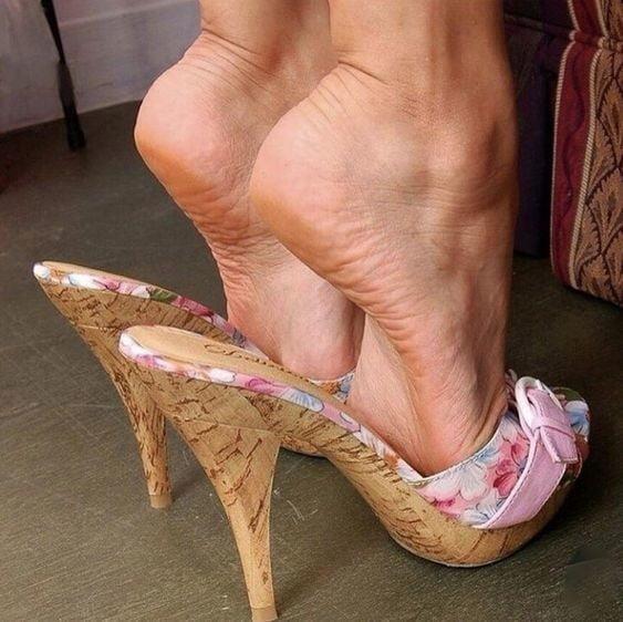 Sexy women feet porn-9105
