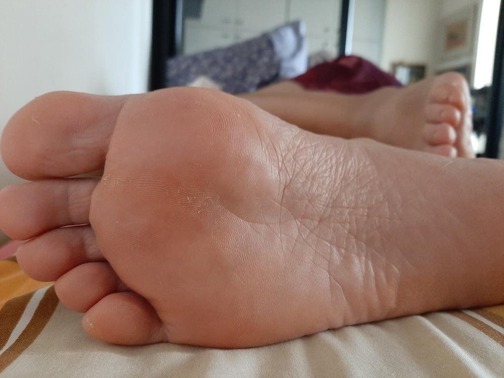 Milf bare soles-8870