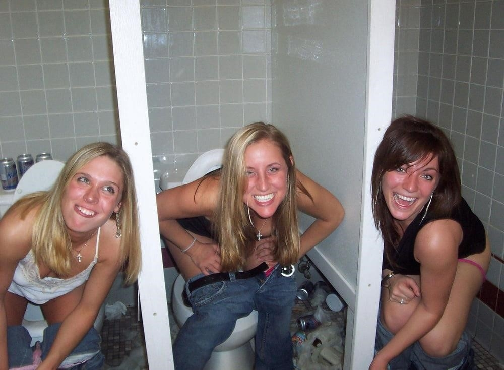 Black girl peeing in public-6130