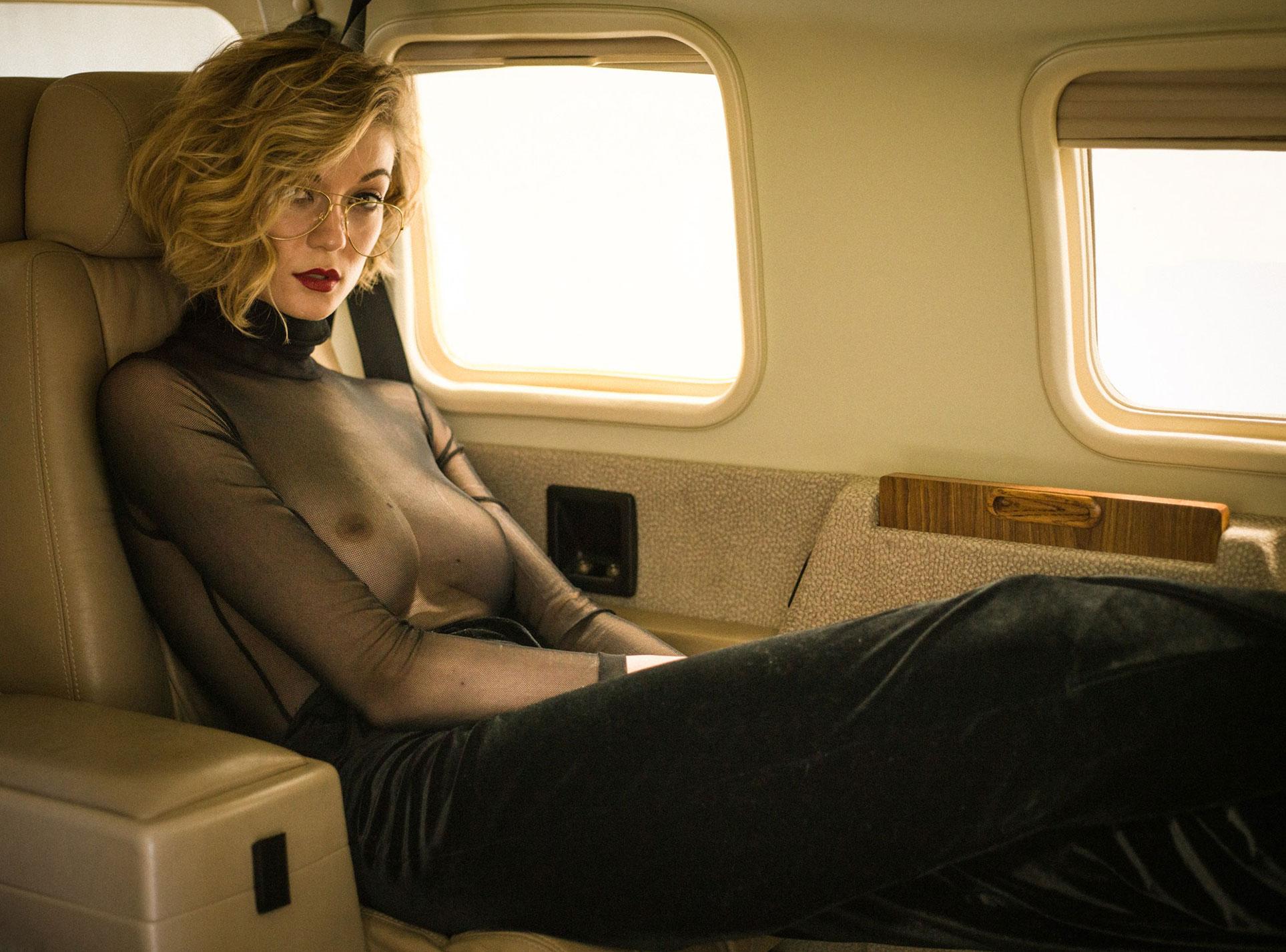 сексуальная угонщица самолета Анна-Лиза / фото 07