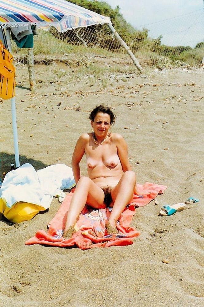 Public beach swinger-3231