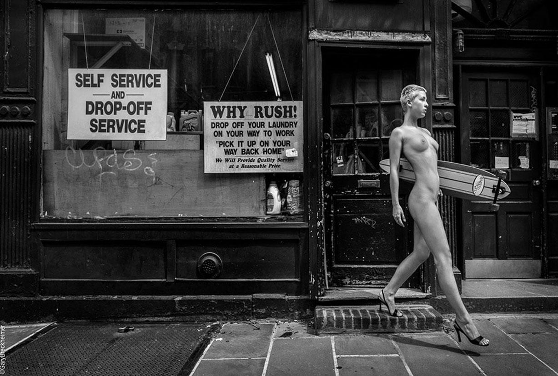 Голая Мариса Папен на скейте на улицах Нью-Йорка / Marisa Papen Boarding through the Streets of New York by Gary Breckheimer