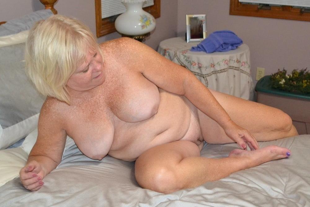 Free pics naked mature women-7874