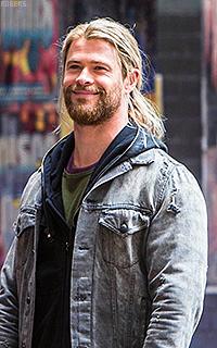 Chris Hemsworth OyywEuIA_o