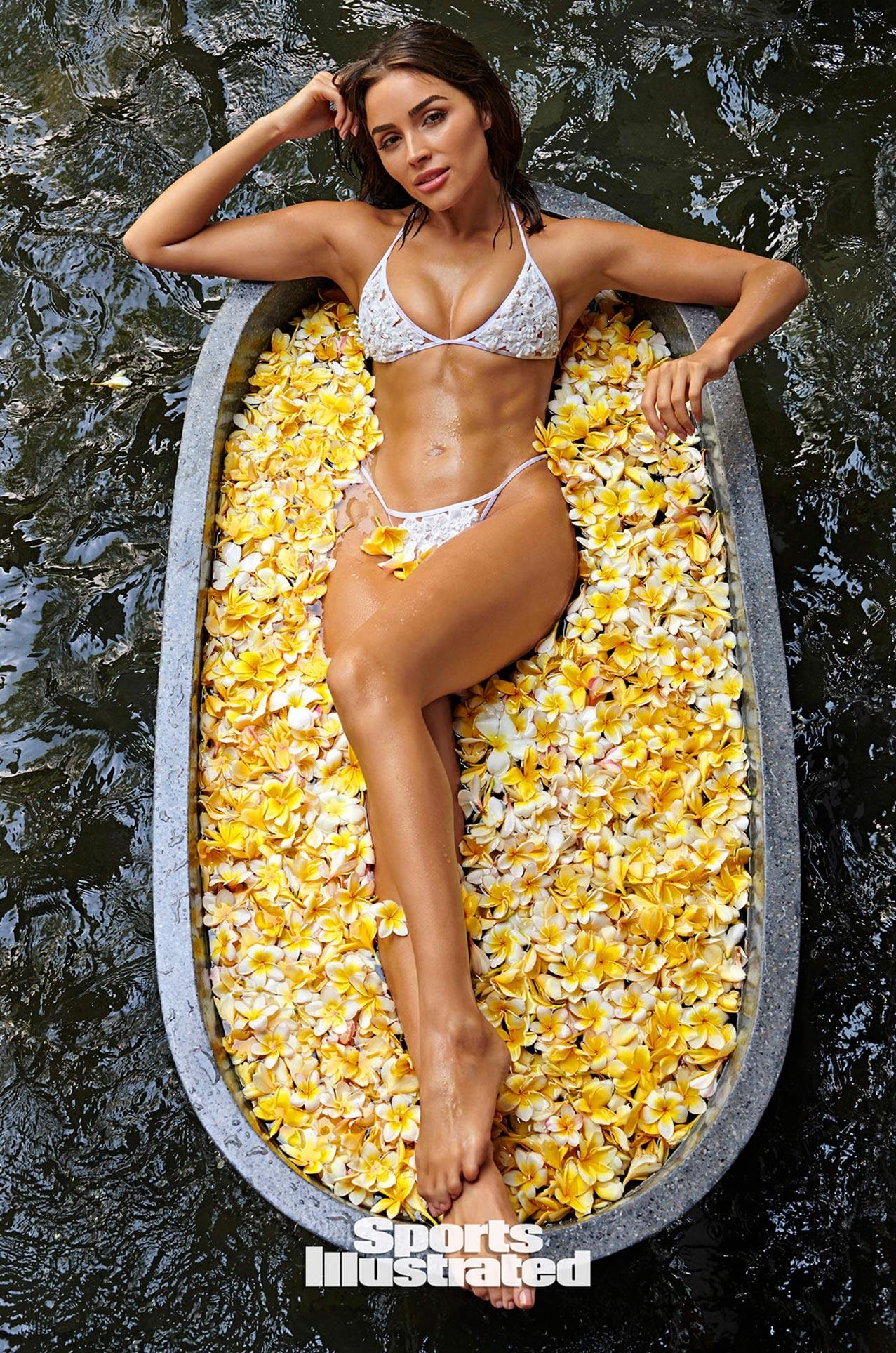 Оливия Калпо в каталоге купальников Sports Illustrated Swimsuit 2020 / фото 05