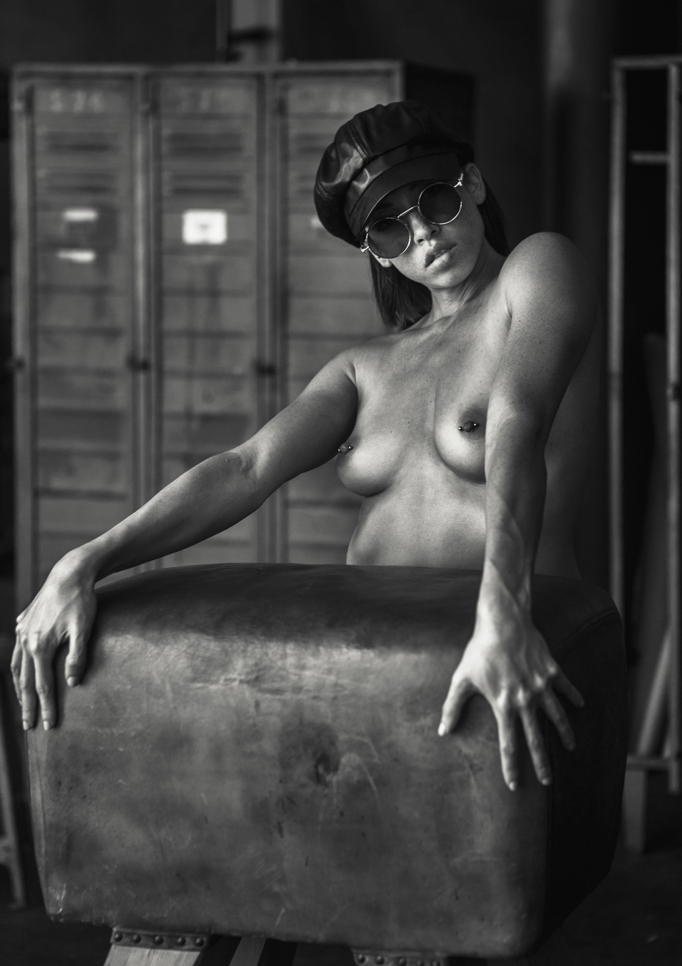 голая Клара в спортзале / фото 10