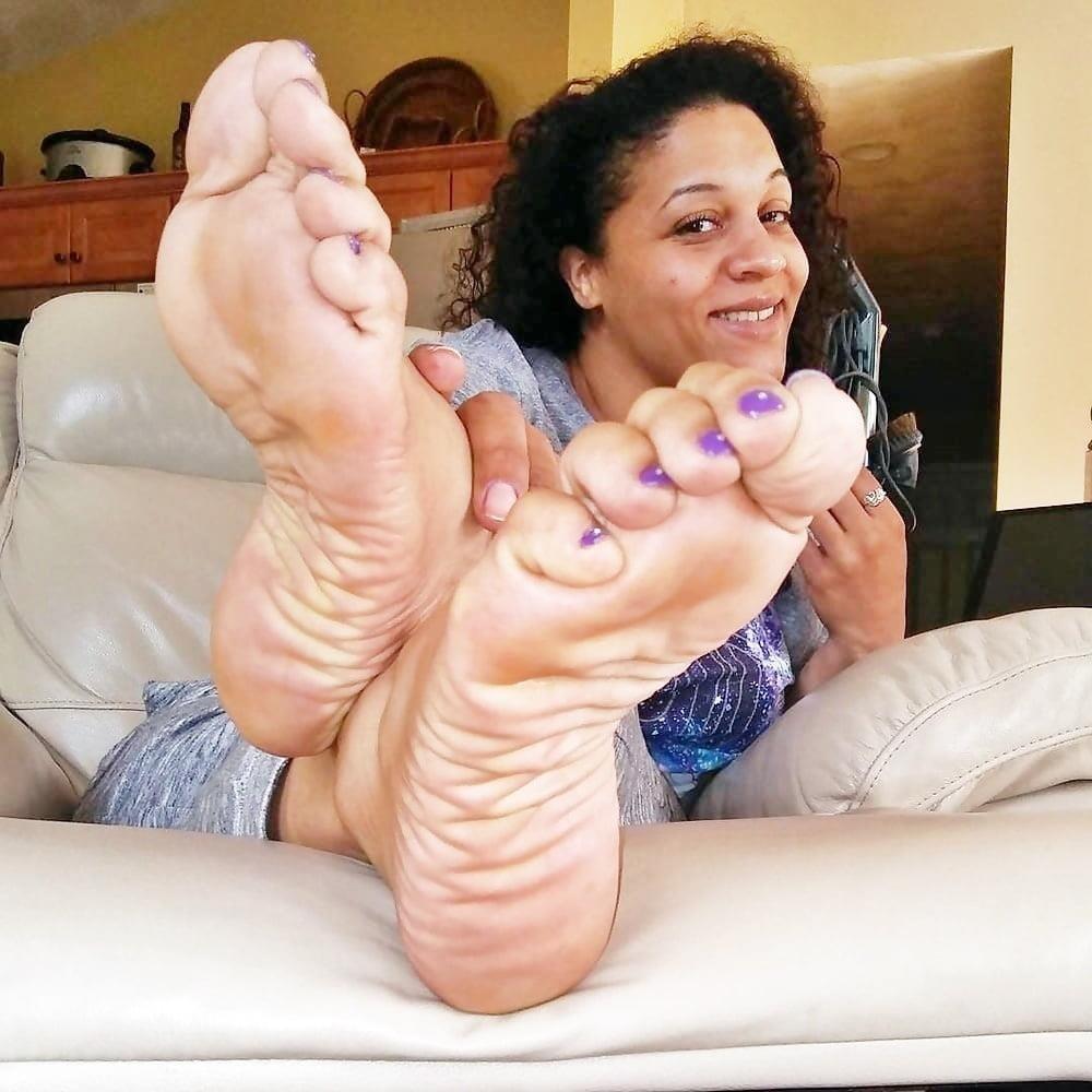 Feet joi cam-8619