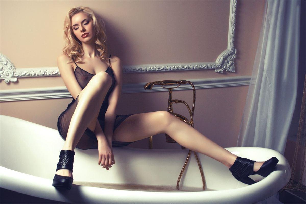 sexy Maya Dmitrieva naked by Alexandra Zabelina